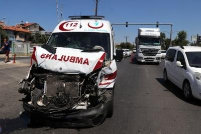 Vakaya giden 112 ambulansı kaza yaptı!