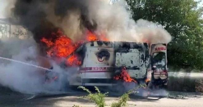 Hasta Taşıyan Ambulans Alev Aldı!