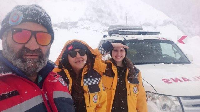 112 Ekipleri Kar ve Tipi Nedeniyle Mahsur Kaldı