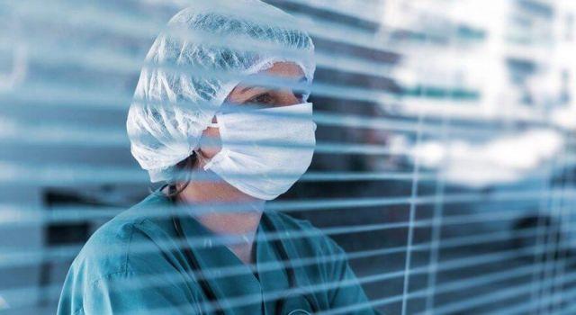 Pozitif Sağlık Çalışanı Sayısı 40 Bini Geçti, Hayatını Kaybeden Sayısı 107