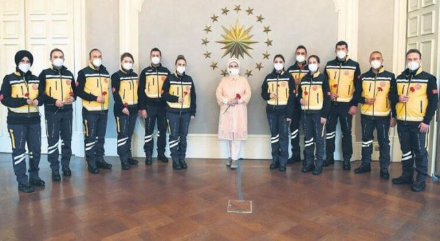 112 Acilin Yeni Kıyafetleri İlk Kez Görüntülendi, İşte Yeni Tasarımı İle Dikkat Çeken 112 Kıyafetleri