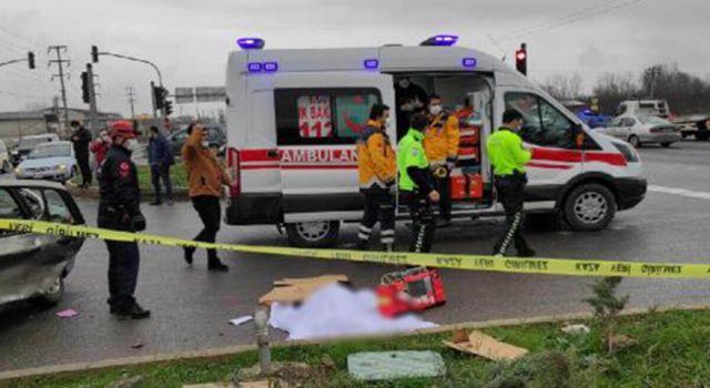 Ambulans ile Otomobil Kavşakta Çarpıştı: 1 Ölü, 2 Yaralı