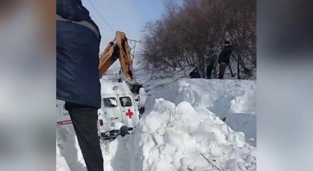 Hasta Almaya Giden Ambulansa Çığ Düştü