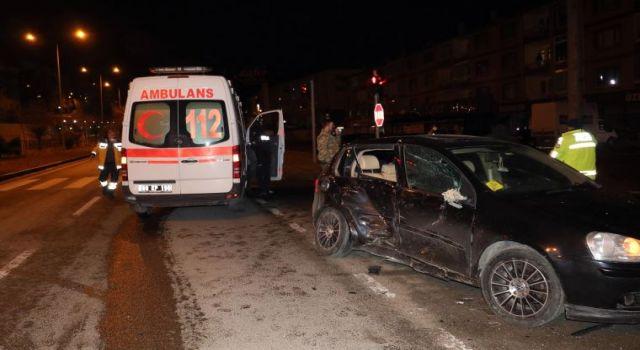 Otomobil ve Ambulans Çarpıştı: Hamile Kadın Ambulansta Doğum Yaptı