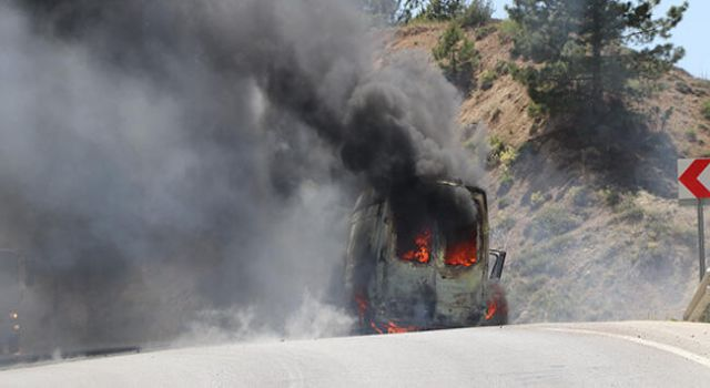 Ambulans Seyir Halinde İken Alev Aldı!