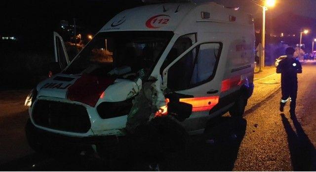 Kuşadasında Ambulans Kaza Yaptı: 2 Yaralı