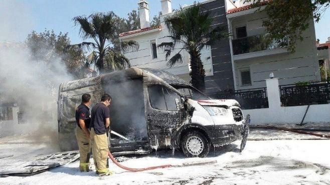 Seyir halindeki ambulans alev topuna döndü!