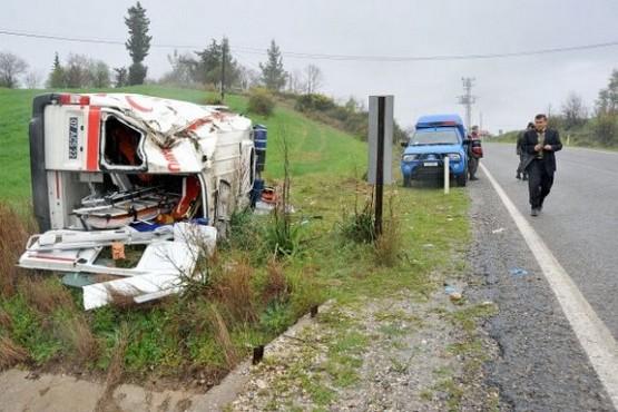 Antalya 112 Ambulansı Kaza Yaptı