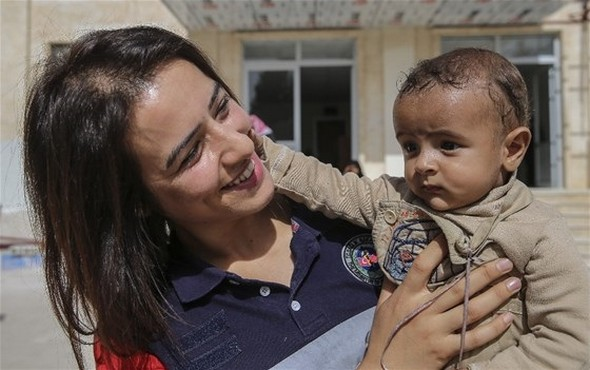Acil Tıp Teknisyeni Sibel, Cerablus'ta Ambulans Şoförlüğü Yapıyor