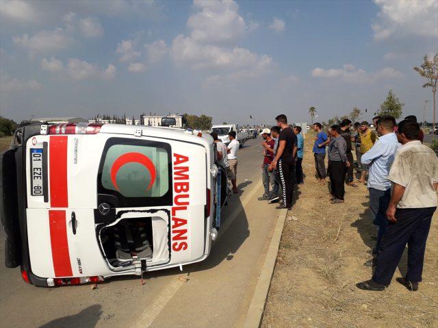 Ambulans ile otomobil çarpıştı: 5 kişi yaralandı