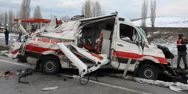 Ambulansa çarparak ölüme neden olan TIR şoförüne 3 yıl 9 ay hapis