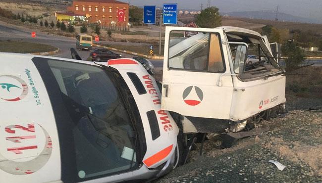 Ambulansı Taşıyan Çekici Kaza Yaptı