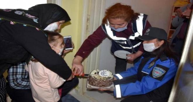 Ayşe Hemşire, Kızına Doğum Günü Sürprizini Gözyaşlarıyla İzledi