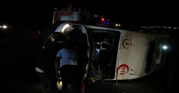Hasta Taşıyan Ambulans Devrildi,112 Ekibi Yaralandı