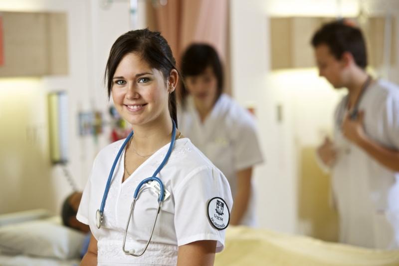 Sağlık Bakım Teknisyenliği Nedir ? Mesleki ve Akademik Olanakları Nelerdir ?