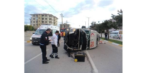 Denizli'de ambulans kazası: 3 yaralı