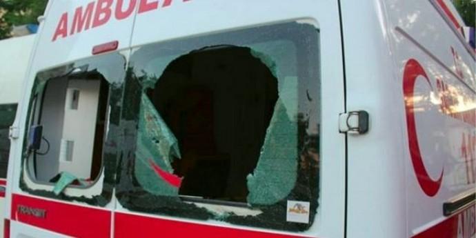 Ambulansa taşlı saldırı: 1 yaralı
