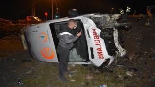Ambulans ile Otomobil Çarpıştı: 1'i Ağır 4 Yaralı
