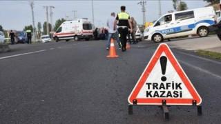 Samsun'da Filyasyon Ekibini Taşıyan Otomobil Ağaca Çarptı: 3 Ağır Yaralı