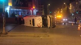 Vakaya Giden Ambulans Kaza Yaptı: 4 Yaralı