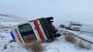 Kar Yağışı Nedeni ile Kontrolden Çıkan Ambulans Devrildi