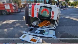 Otomobilin Çarptığı Ambulans Devrildi!