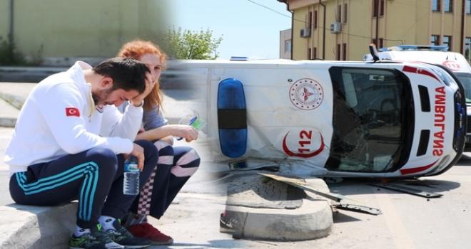 Ambulans ve Pikap Çarpıştı! 2'si Sağlık Çalışanı 3 Yaralı