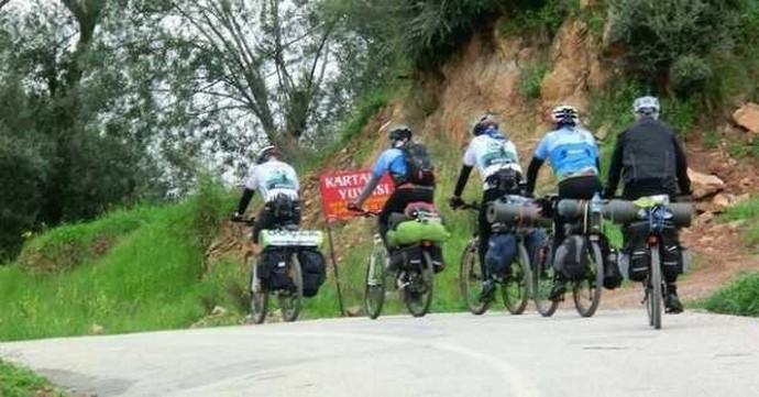112 Ekipleri ile Bisikletliler Şehir Turu Yaptı