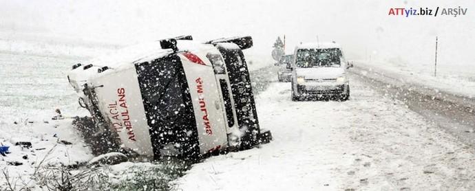 112 Ambulansı devrildi