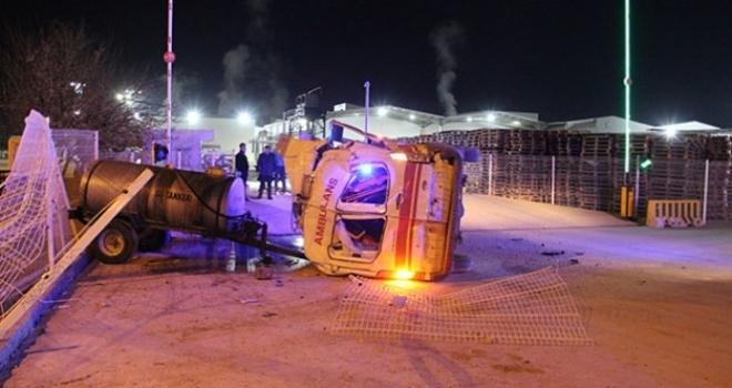 Karaman'da Tekeri Patlayan Ambulans Kaza Yaptı