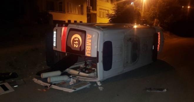 Hasta Taşıyan Ambulans Devrildi: 3 Yaralı