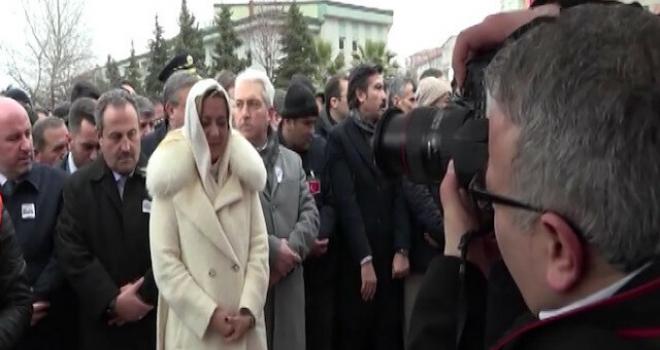 Doktor Vekilin Şehid Cenazesindeki Tavrı Şaşkınlık Yarattı