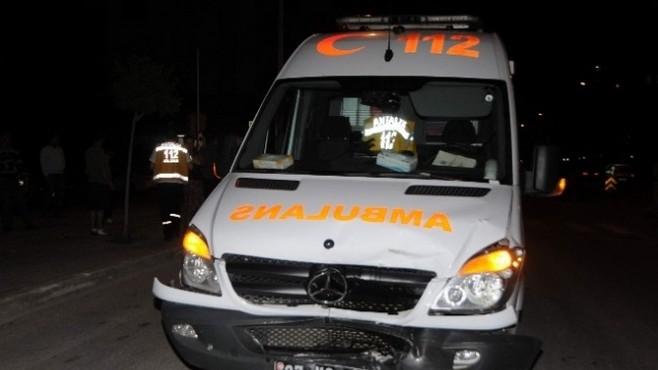 Antalya'da Ambulans Kaza Yaptı: 1 Yaralı