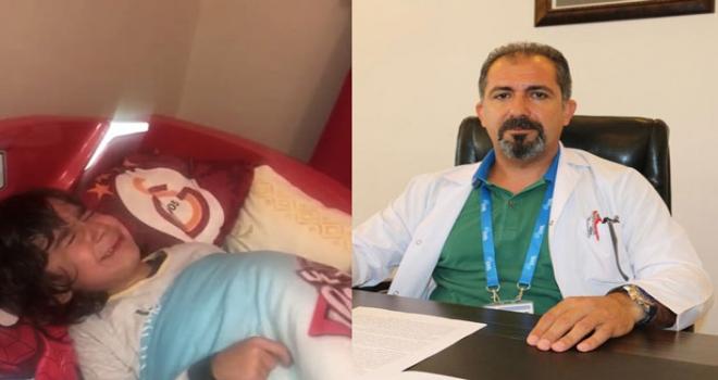 Doktor Olan Babasının Yattığı Yastığın Kılıfı Yıkanınca Gözyaşlarına Boğuldu
