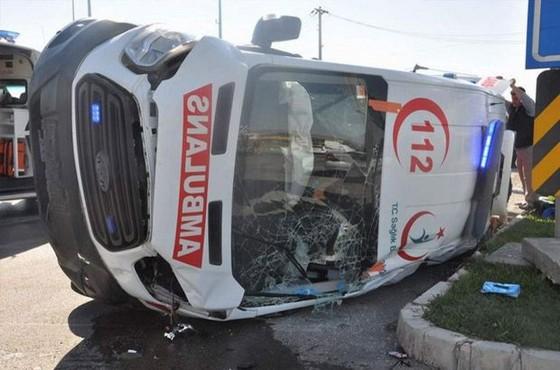 Aydın'da bir ambulans kaza yaptı
