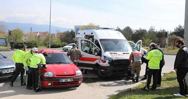Askerleri Taşıyan Ambulans Kaza Yaptı