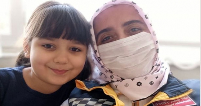 Sağlıkçıların Göz Yaşartan Dayanışması: Başhekim Yardımcısı ATT'nin İki Çocuğuna Baktı