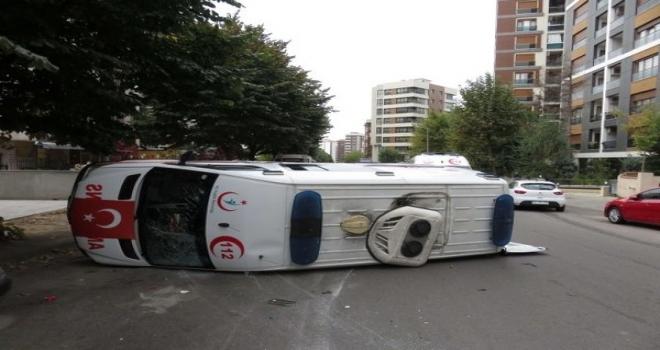 Ambulans Kaza Yaptı: 4 Sağlık Personeli Yaralandı