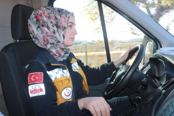 Kadın Ambulans Sürücüsü Yollara ve Zamana Meydan Okuyor