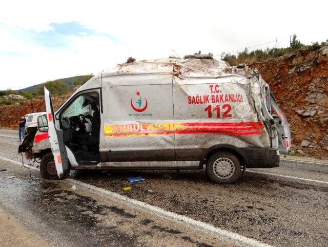 Vakaya Giden Ambulans Takla Attı